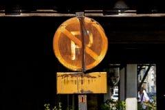Κανένα σημάδι χώρων στάθμευσης δεν είναι σκουριασμένο στοκ εικόνα