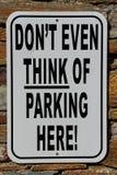 κανένα σημάδι χώρων στάθμευσης με ένα αστείο κείμενο στοκ εικόνα με δικαίωμα ελεύθερης χρήσης