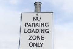 Κανένα σημάδι ζώνης φόρτωσης χώρων στάθμευσης Στοκ Φωτογραφίες