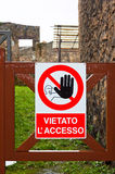 Κανένα σημάδι πρόσβασης στην περιοχή κατασκευής στην Ιταλία Στοκ φωτογραφία με δικαίωμα ελεύθερης χρήσης
