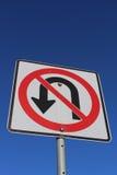 Κανένα σημάδι u-στροφής ενάντια στο μπλε ουρανό Στοκ φωτογραφία με δικαίωμα ελεύθερης χρήσης