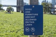 Κανένα σκυλί και έπιπλα σημάδι Στοκ Εικόνα