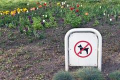 Κανένα σκυλί δεν επέτρεψε το σημάδι Στοκ φωτογραφία με δικαίωμα ελεύθερης χρήσης