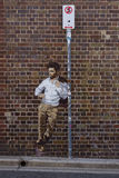 Κανένα σταματώντας σημάδι & χρωματισμένο άτομο Στοκ Εικόνα