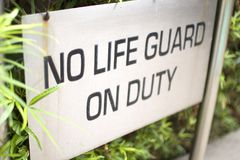 Κανένα Lifeguard στο σημάδι υπηρεσίας Στοκ εικόνα με δικαίωμα ελεύθερης χρήσης