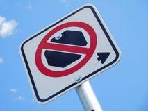 Κανένα Stoping σημάδι ενάντια στο μπλε ουρανό Στοκ Εικόνες