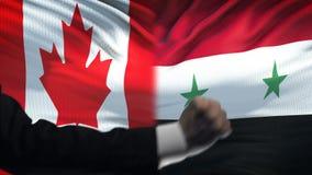 Καναδάς εναντίον της αντιμετώπισης της Συρίας, διαφωνία χωρών, πυγμές στο υπόβαθρο σημαιών απόθεμα βίντεο