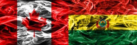 Καναδάς εναντίον των σημαιών καπνού της Βολιβίας που τοποθετούνται δίπλα-δίπλα Καναδός και στοκ εικόνα