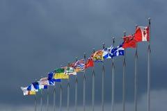 Καναδικές σημαίες με το σκοτεινό ουρανό Στοκ Εικόνα