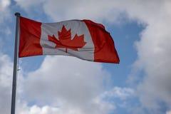 Καναδική σημαία στον πόλο για την Κοινοπολιτεία στοκ εικόνες