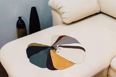 Καναπές δέρματος, δείγματα Στοκ φωτογραφία με δικαίωμα ελεύθερης χρήσης