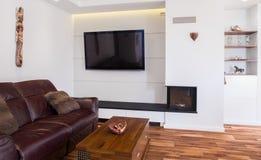 Καναπές δέρματος στο σαλόνι Στοκ Φωτογραφίες