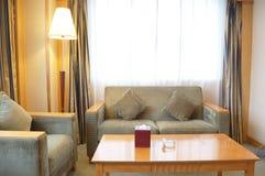 καναπές δωματίου ξενοδ&omicron Στοκ φωτογραφίες με δικαίωμα ελεύθερης χρήσης