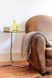 Καναπές λεπτομερειών διακοσμήσεων σπιτιών με το κάλυμμα Στοκ φωτογραφίες με δικαίωμα ελεύθερης χρήσης
