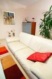 καναπές καθιστικών δέρματ&omi Στοκ Φωτογραφία