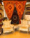 Καναπές και τάπητες Στοκ φωτογραφία με δικαίωμα ελεύθερης χρήσης