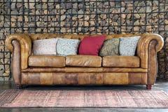 Καναπές καναπέδων πολυθρόνων Στοκ εικόνα με δικαίωμα ελεύθερης χρήσης