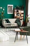 Καναπές με το κάλυμμα Στοκ Εικόνα