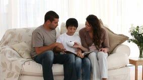 καναπές οικογενειακών μ& φιλμ μικρού μήκους