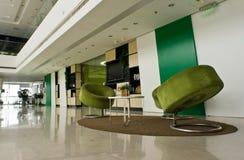 Καναπές, πολυθρόνες και πίνακας στην αρχή Στοκ Εικόνα