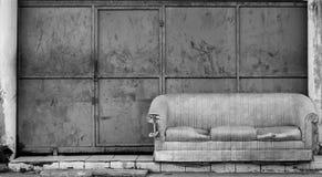Καναπές στην οδό Στοκ Φωτογραφίες
