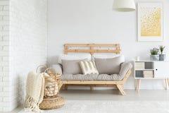 Καναπές στο διαμέρισμα στοκ εικόνες