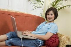 καναπές χαλάρωσης Στοκ φωτογραφία με δικαίωμα ελεύθερης χρήσης