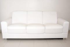 καναπές Στοκ εικόνα με δικαίωμα ελεύθερης χρήσης