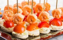 Καναπεδάκια του ψωμιού ντοματών γαρίδων Στοκ εικόνα με δικαίωμα ελεύθερης χρήσης