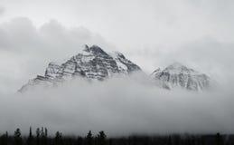 Καναδικά δύσκολα βουνά στο εθνικό πάρκο Banff Στοκ Εικόνες