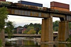 Καναδική ειρηνική γέφυρα σιδηροδρόμων πέρα από τον ποταμό Ganaraska, ελπίδα λιμένων Στοκ εικόνα με δικαίωμα ελεύθερης χρήσης