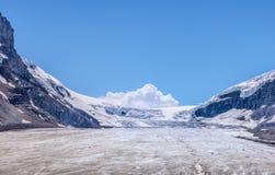 καναδική Κολούμπια athabasca Αλμπέρτα διάσημη ιάσπιδα παγετώνων του Καναδά icefield το περισσότερο εθνικό πάρκο rockies που λαμβά Στοκ εικόνα με δικαίωμα ελεύθερης χρήσης