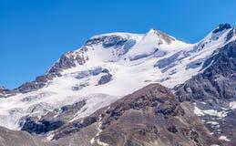 καναδική Κολούμπια athabasca Αλμπέρτα διάσημη ιάσπιδα παγετώνων του Καναδά icefield το περισσότερο εθνικό πάρκο rockies που λαμβά Στοκ Εικόνες
