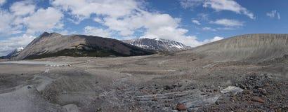 καναδική Κολούμπια athabasca Αλμπέρτα διάσημη ιάσπιδα παγετώνων του Καναδά icefield το περισσότερο εθνικό πάρκο rockies που λαμβά Στοκ Φωτογραφίες