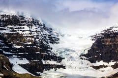 καναδική Κολούμπια athabasca Αλμπέρτα διάσημη ιάσπιδα παγετώνων του Καναδά icefield το περισσότερο εθνικό πάρκο rockies που λαμβά Στοκ φωτογραφίες με δικαίωμα ελεύθερης χρήσης