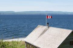 Καναδική σημαία στο ισχυρό άνεμο Στοκ εικόνες με δικαίωμα ελεύθερης χρήσης