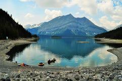 Καναδική φύση - Kananaskis, λίμνη βουνών Στοκ φωτογραφία με δικαίωμα ελεύθερης χρήσης