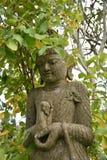 Κανονικό άγαλμα Βούδας γωνίας στις εγκαταστάσεις στοκ φωτογραφίες με δικαίωμα ελεύθερης χρήσης