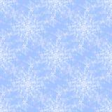 Κανονικό άνευ ραφής snowflakes λευκό σχεδίων σε ανοικτό μπλε Στοκ εικόνα με δικαίωμα ελεύθερης χρήσης