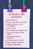 10 κανόνες τιμών για τη θέση αυτοκόλλητων ετικεττών στο σκοτεινό υπόβαθρο Στοκ Φωτογραφίες