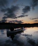 Κανό ηλιοβασιλέματος Στοκ εικόνα με δικαίωμα ελεύθερης χρήσης