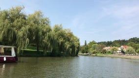 Κανό που νοικιάζει στον ποταμό Ljubljanica απόθεμα βίντεο