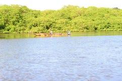 Κανό στον ποταμό Αμαζώνα στοκ εικόνες