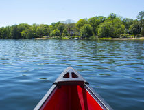 Κανό στο νερό Στοκ φωτογραφία με δικαίωμα ελεύθερης χρήσης