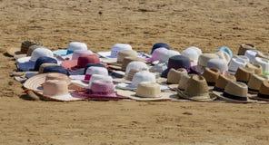 Καπέλα παραλιών στην παραλία στοκ εικόνες με δικαίωμα ελεύθερης χρήσης