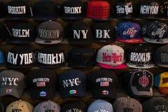Καπέλα του μπέιζμπολ στο κατάστημα στη Νέα Υόρκη Στοκ εικόνα με δικαίωμα ελεύθερης χρήσης