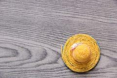 Καπέλο στο γκρίζο υπόβαθρο Στοκ Φωτογραφία