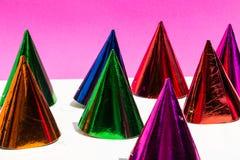 Καπέλα κόμματος, γενέθλια, καρναβάλι, κόμμα, άσπρο υπόβαθρο Στοκ Φωτογραφίες