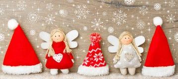 Καπέλα Χριστουγέννων σε μια σειρά Στοκ Φωτογραφίες