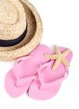 Καπέλο αχύρου και ρόδινες πτώσεις κτυπήματος που απομονώνονται Στοκ φωτογραφία με δικαίωμα ελεύθερης χρήσης